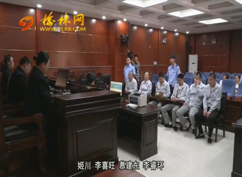 点击观看《打击新闻敲诈 六名假记者被判刑》
